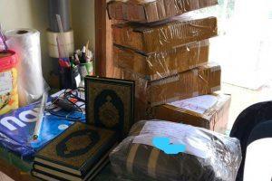 Tumpukan Paket Berisi Mushaf Al Quran Madinah Siap Kirim ke Ekspedisi